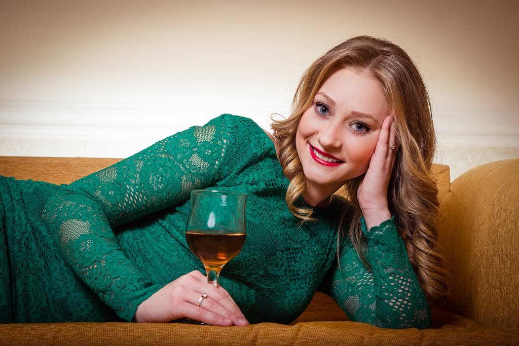 Cum să ții corect un pahar de vin…